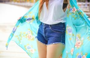Foto por Mário Camarão. Kimono: Forever 21, shorts: Farm, blusa: adaptada por mim, bolsa: Forever 21, sapato: zara.
